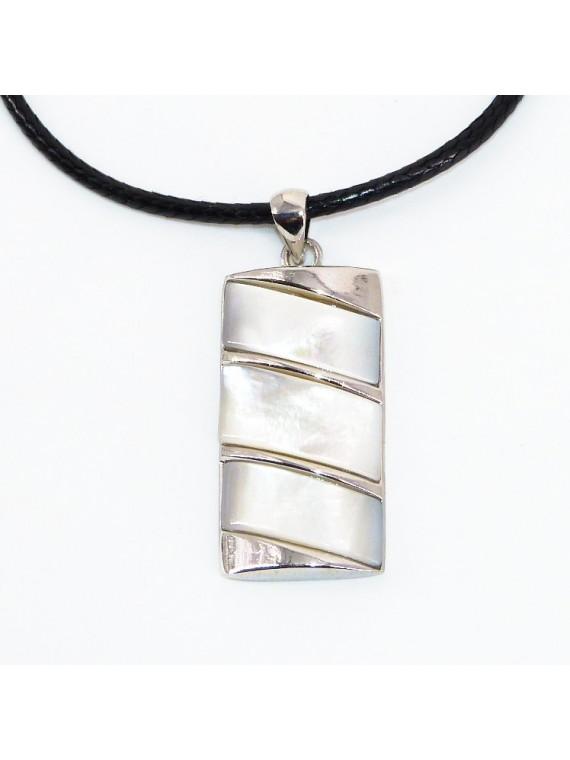 Collier/pendentif  Nacre naturel Toarii