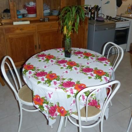 Tissu fond blanc frise fleurie