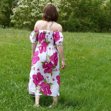 Robe d'été blanche avec manche