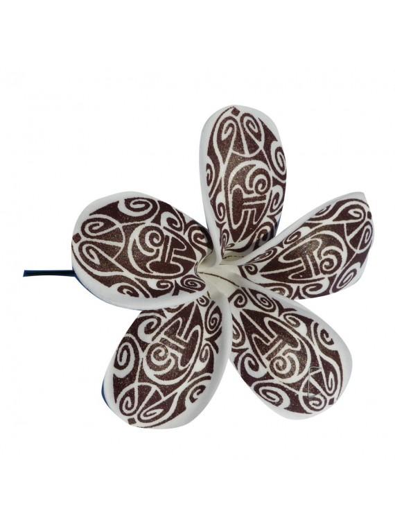 Fleur marron maori sur pic